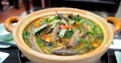 Cá chạch lấu nấu sả nghệ + bắp chuối